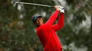 En esta imagen de archivo Tiger Woods aparece compitiendo en el Master de Augusta. El 15 de noviembre de 2020.
