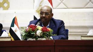 Le président soudanais Omar el-Béchir lors d'une conférence de presse à Khartoum en mars 2017.