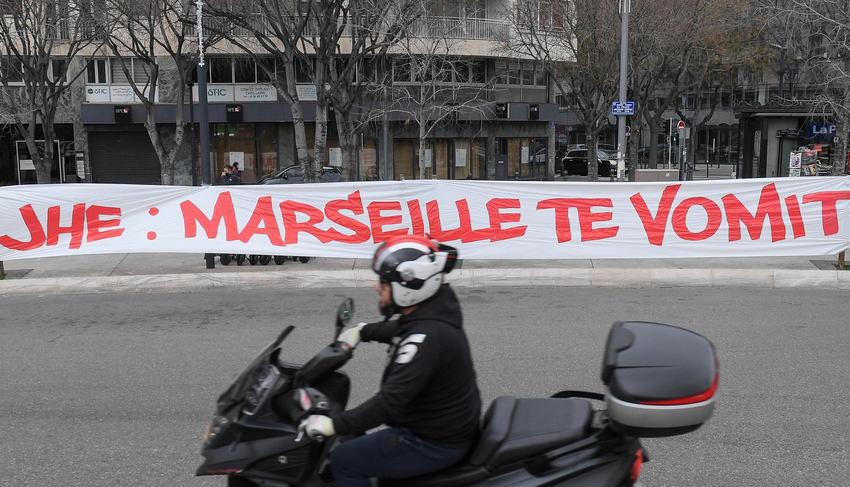 Banderole hostile au président de l'Olympique de Marseille, Jacques-Henri Eyraud, quelques heures avant le match contre Rennes, à Marseille, le 30 janvier 2021