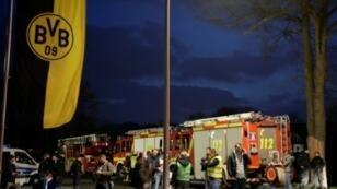 قوات أمن وأجهزة إطفاء في موقع الانفجار في دورتموند في 11 نيسان/أبريل 2017