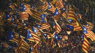 D'après la mairie de Barcelone, 1,8 million de personnes est descendue dans les rues.