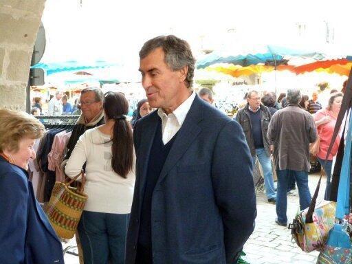 Jérome Cahuzac sur le marché de Villeneuve-sur-Lot