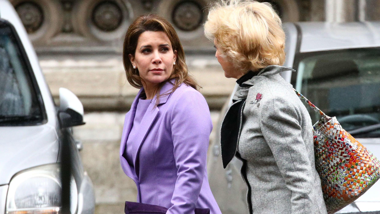 La princesa Haya junto a su abogada, la baronesa Fiona Shackleton, saliendo del Tribunal en Londres. 28 de febrero de 2020.