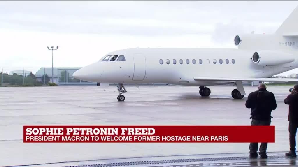2020-10-09 12:45 President Macron welcomes former hostage Sophie Petronin near Paris