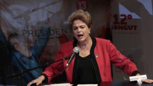 La président Dilma Rousseff lors du 12e congrès du syndicat CUT le 13 octobre 2015, à Sao Paulo, au Brésil.