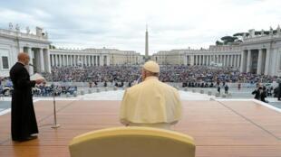 El papa Francisco celebra la audiencia general semanal en el Vaticano el 15 de mayo de 2019.