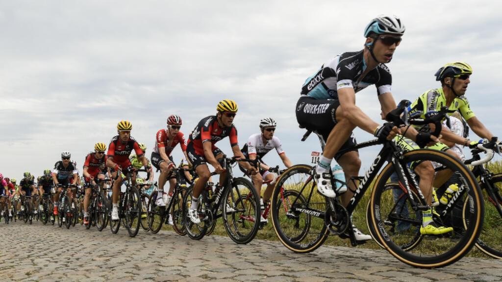 Tony Martin, au premier plan, a su bien négocier les secteurs pavés de la 4e étape du Tour de France pour s'imposer à Cambrai, mardi 7 juillet.