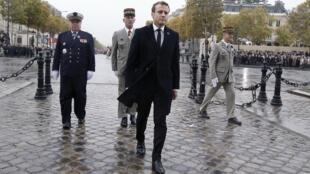 Le président français, Emmanuel Macron, près de l'Arc de Triomphe, à Paris, le 11 novembre 2018.