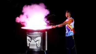 El atleta colombiano Paulo Villar enciende el pebetero de los XVIII Juegos Bolivarianos. 11/11/2017