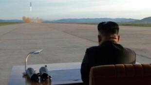 Les États-Unis ont annoncé, mardi 26 décembre 2017, avoir sanctionné deux responsables nord-coréens.
