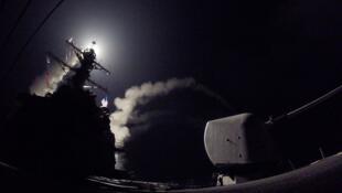 صاروخ توماهوك أثناء إطلاقه من إحدى قطع البحرية الأمريكية