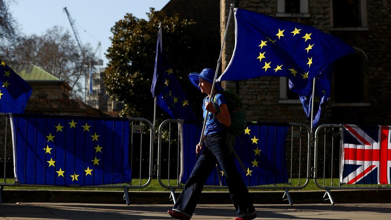 Este miércoles 27 de febrero, manifestantes anti-Brexit protestaron al frente del Parlamento en Londres.