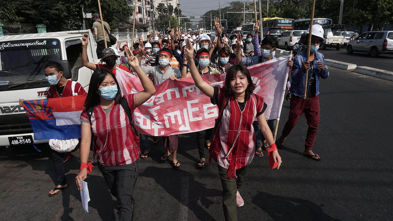 1000's protest in Myanamar to denounce coup, demand Suu Kyi's launch