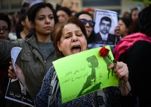 نساء مصريات يتظاهرن احتجاجا على مقتل الناشطة شيماء الصباغ