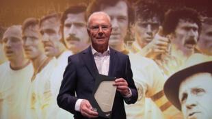 Franz Beckenbauer, distingué pour l'ensemble de sa carrière, lors du gala organisé au musée du  football allemand, le 1er avril 2019 à Dortmund