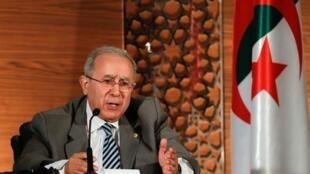 وزير الخارجية الجزائري رمطان لعمامرة خلال مؤتمر صحافي بالجزائر - 14 مارس/آذار 2019