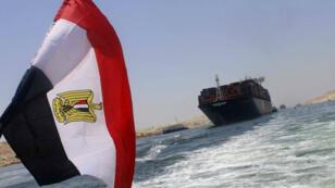 Un navire container sur les eaux du nouveau canal de Suez, le 24 juillet dernier.