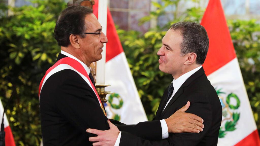 El presidente de Perú, Martín Vizcarra, y el nuevo primer ministro, Salvador del Solar, reaccionaron durante la ceremonia de juramentación en el Palacio de Gobierno en Lima, Perú, el 11 de marzo de 2019.