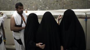 Pélerins musulmans chiites et sunnites effectuent les mêmes rituels à la Mecque, le 24 septembre 2015.