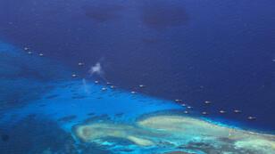 Des bateaux de pêche chinois dans l'archipel disputé des Spratleys, en juillet 2012.