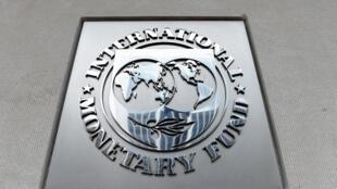شعار صندوق النقد الدولي على مقره في واشنطن في 27 اذار/مارس 2020.