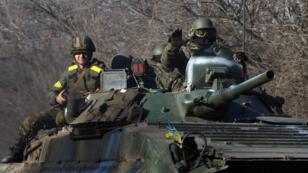 Les forces ukrainiennes dimanche 22 février dans la région de Donetsk.