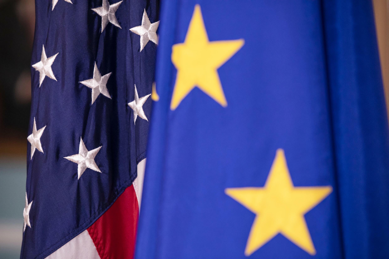 علما الاتحاد الأوروبي والولايات المتحدة بتاريخ 7 شباط/فبراير 2020 في واشنطن
