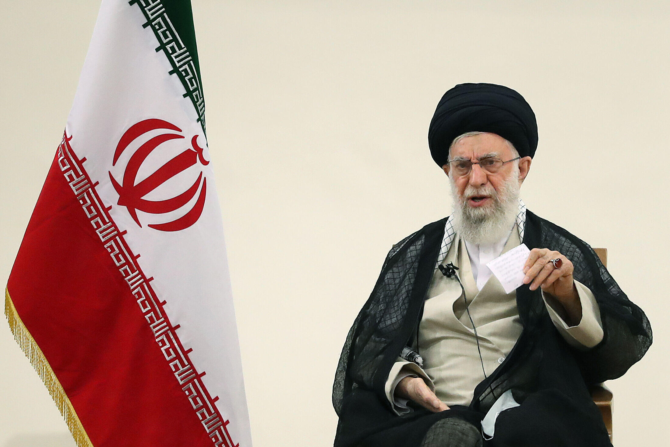 المرشد الأعلى للجمهورية الإسلامية آية الله علي خامنئي يوجه كلمة متلفزة بشأن مكافحة كوفيد-19 في إيران، في 11 آب/أغسطس 2021.
