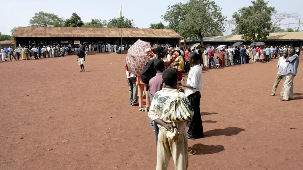 File d'attente pour aller voter lors de l'élection présidentielle de 2005, à Bangui.