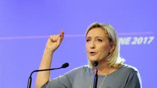 La présidente du Front national arrive en tête des  intentions de vote dans cinq des huit hypothèses testées.