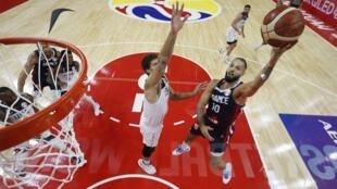 مشهد من مباراة ربع نهائي كأس العالم لكرة السلة بين فرنسا والولايات المتحدة. الصين 11 سبتمبر/أيلول 2019.