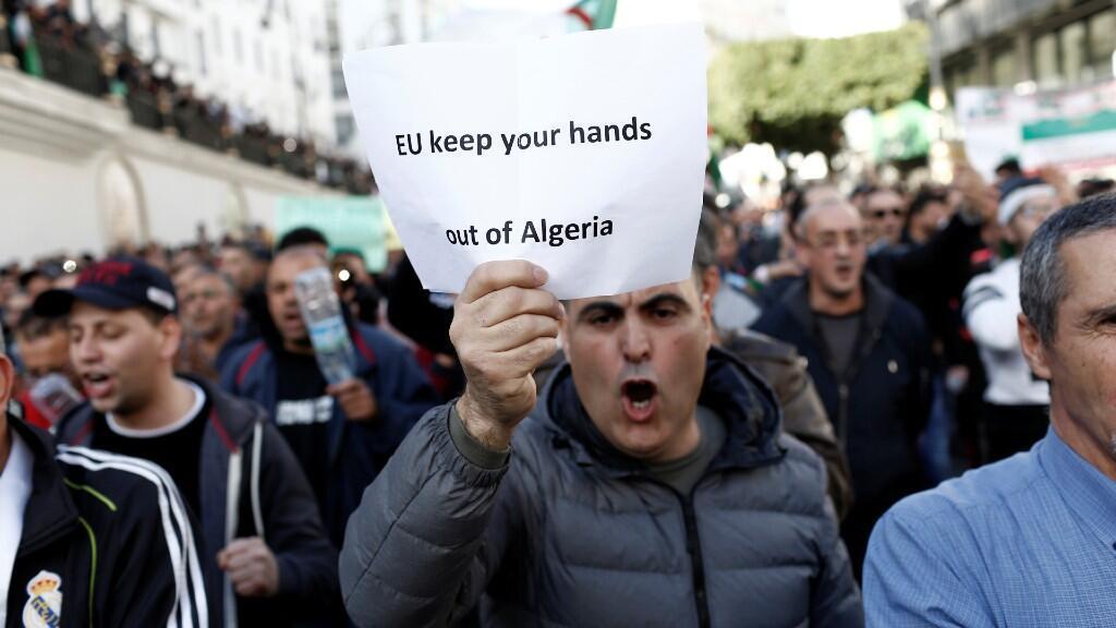 Los manifestantes argelinos llevan saliendo cada martes y viernes  desde el 22 de febrero a protestar en contra de la élite gobernante.