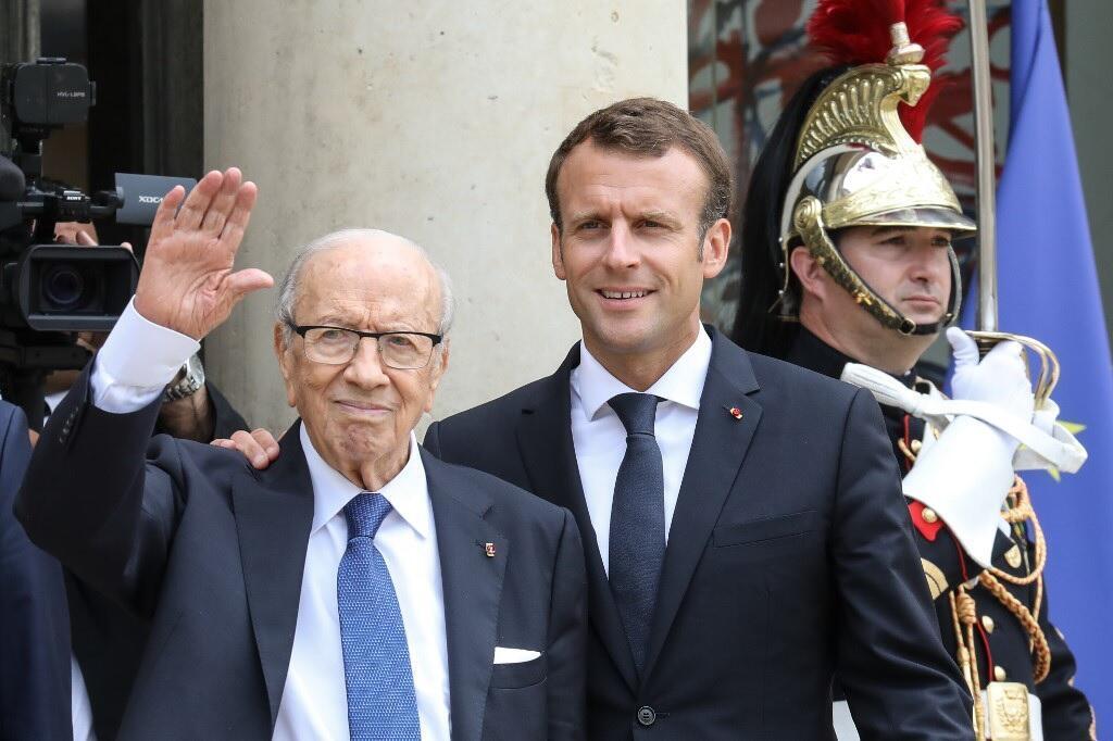الرئيس الراحل الباجي قايد السبسي والفرنسي إيمانويل ماكرون في قصر الإليزيه