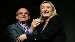 L'eurodéputé Jean-Luc Schaffhauser en compagnie de Marine Le Pen à Strasbourg, en mars 2014.