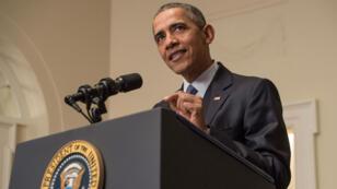 Le président américain Barack Obama réagit après la signature de l'accord de Paris sur le climat, le 12 décembre 2015 à Washington.