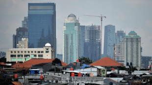 Une vue générale sur les toits de la ville de Jakarta, sur l'île de Java, le 30 juin 2016.