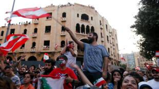 Des manifestants à Beyrouth, le 19 octobre 2019, au Liban.