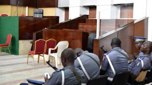 Box des accusés vide pour le procès de Simone Gbagbo à la Cour d'assises d'Abidjan.