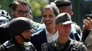 "A Brazilian official confirmed there had been ""various applications"" from Venezuelan soldiers for asylum in the embassy in Caracas after self-declared president Juan Guaido (C) claimed soldiers had joined him"