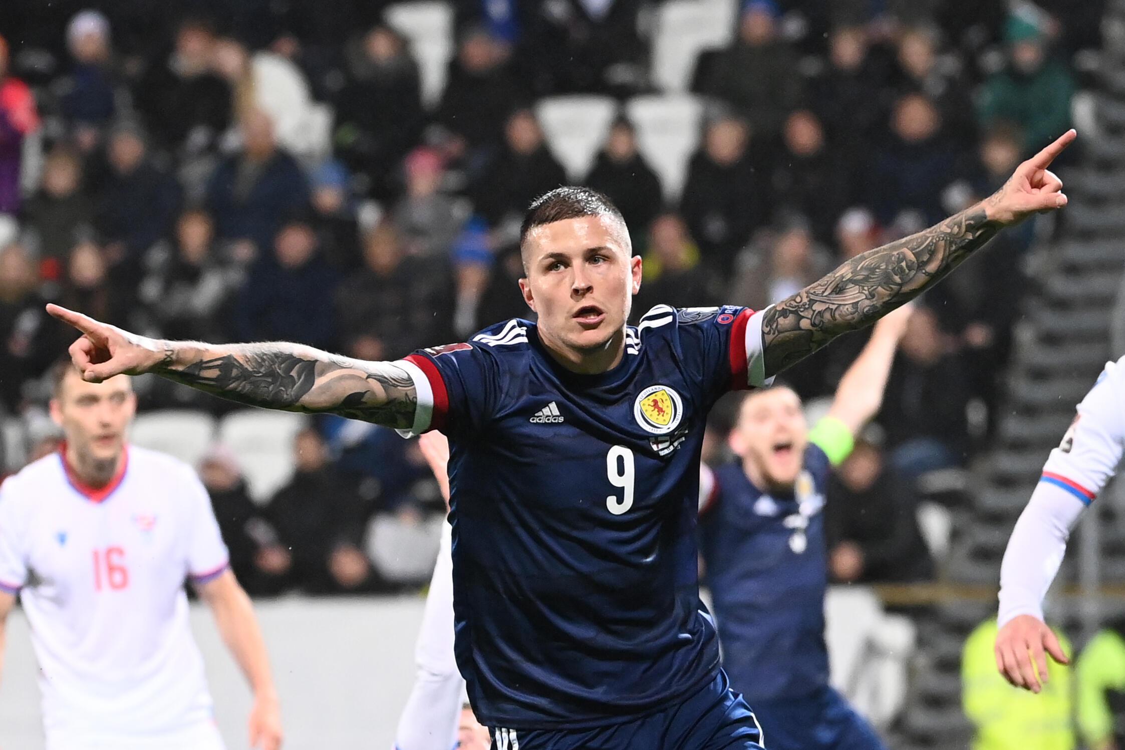 Lyndon Dykes a maintenu en vie les espoirs de l'Écosse d'atteindre la première finale de Coupe du monde depuis 1998