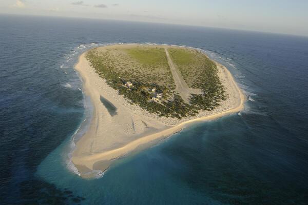 L'île Tromelin, un îlot désert de 1 km², situé à 450km à l'est de Madagascar et 535km au nord de la Réunion