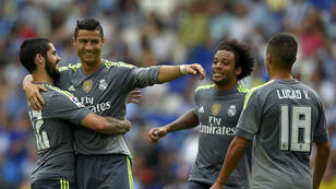 Cristiano Ronaldo célèbre son quintuplé avec ses coéquipiers du Real Madrid.