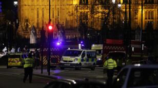 La police sécurise les alentours du Parlement britannique après l'attaque commise dans l'après-midi du mercredi 22 mars 2017.