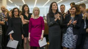 El equipo de 'The New York Times' en la sala redacción del diario el 16 de abril de 2018, tras ser anunciado como ganador del Pulitzer.