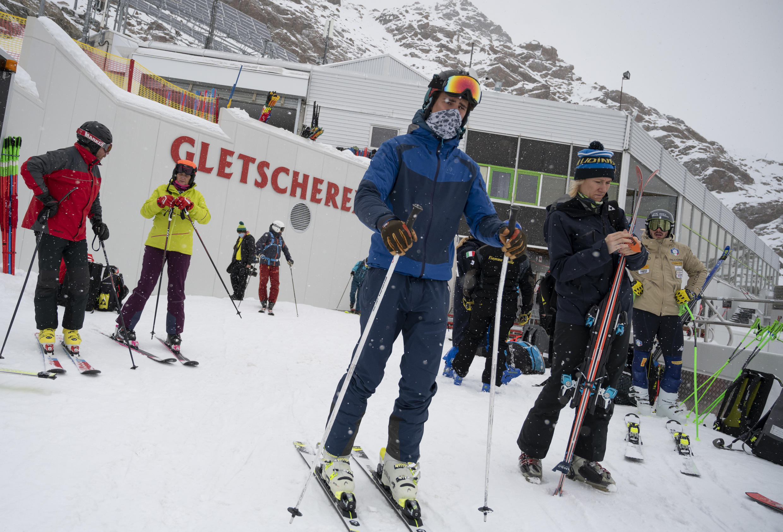 Esquiadores en las pistas de la estación austriaca de Pitztal, el 29 de octubre de 2020