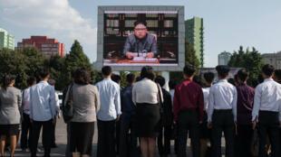 Des habitants de Pyongyang écoutent un discours du dirigeant nord-coréen Kim Jong-un, le 22 septembre 2017.