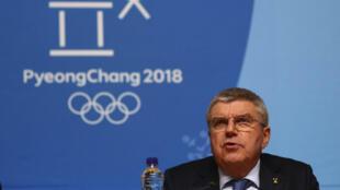 El presidente del Comité Olímpico Internacional (COI), Thomas Bach, durante una rueda de prensa celebrada en Pyeongchang, Corea del Sur, el 4 de febrero de 2018 (Imagen de archivo).