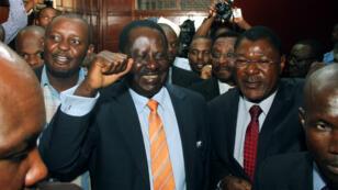 Le leader de l'opposition kényane Raila Odinga célèbre la suspension de la nouvelle loi controversée, le 2 janvier 2015 à Nairobi