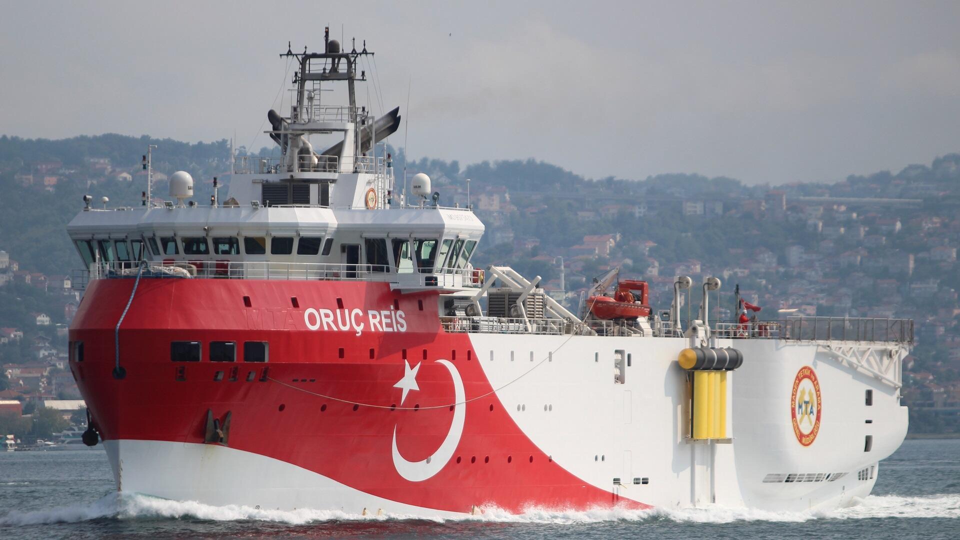 سفينة المسح الزلزالي التركية عروج ريس تبحر عبر مضيق البوسفور، 3 أكتوبر/تشرين الأول 2018.