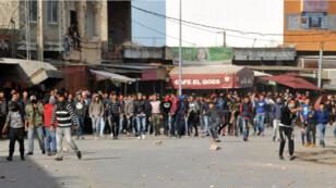 Les Tunisiens manifestent régulièrement pour protester contre le taux de chômage élevé qui affecte le pays, comme ici le 12 décembre 2017 à Sejenane.